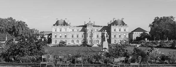 Jardín de Luxemburgo is one of Les parcs et jardins accessibles aux chiens.