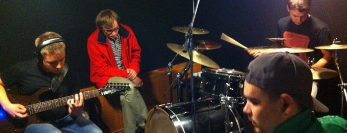 """Музыкальная лаборатория """"BoomBox"""" is one of สถานที่ที่ Денис ถูกใจ."""