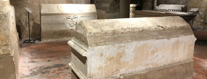 La Cripta della Catedrale di Palermo is one of สถานที่ที่ Alexandr ถูกใจ.