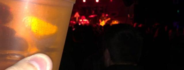 Showbox Sodo Lounge is one of Tempat yang Disukai Yi.