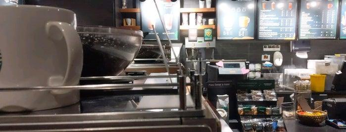 Starbucks is one of Sandy M. 님이 좋아한 장소.