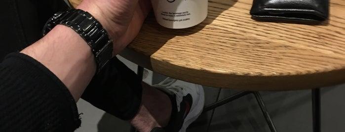 Starbucks is one of Tempat yang Disukai AbNuR.