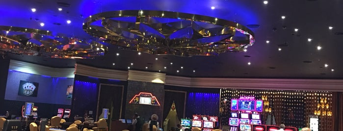 Grand Corona Casino is one of Neslihan'ın Beğendiği Mekanlar.