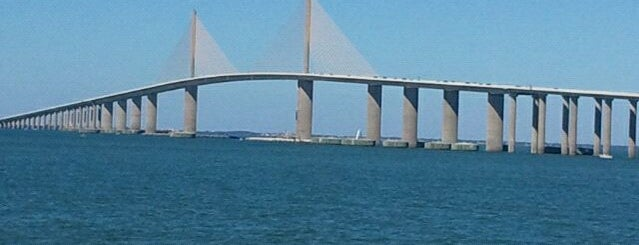 Sunshine Skyway Fishing Pier is one of Locais salvos de Andrea.