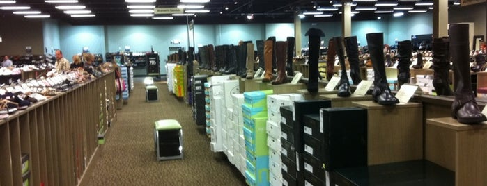 DSW Designer Shoe Warehouse is one of Lugares guardados de ᴡ.