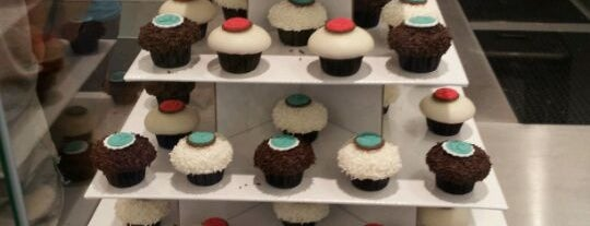 Crave Cupcakes is one of Lieux qui ont plu à Andres.