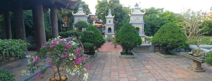 Đền thờ vua Lê Hoàn is one of Tempat yang Disukai Crhis.