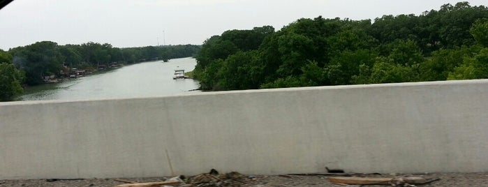Guadelupe River / Lake Placid I-10 Bridge is one of สถานที่ที่ Chris ถูกใจ.