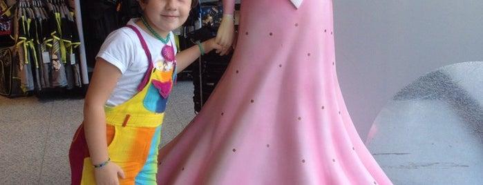 Disney Store is one of Nens - Niños.
