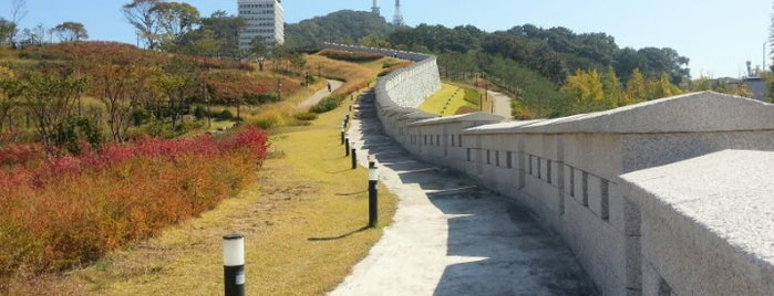 Seoul Namsan Fortress Wall Trail is one of South Korea.