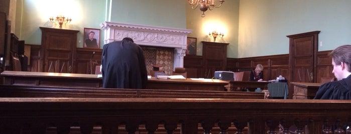 Correctionele Rechtbank is one of Lieux qui ont plu à Vincent.