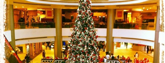 Le Mall is one of Lugares favoritos de Rabih.