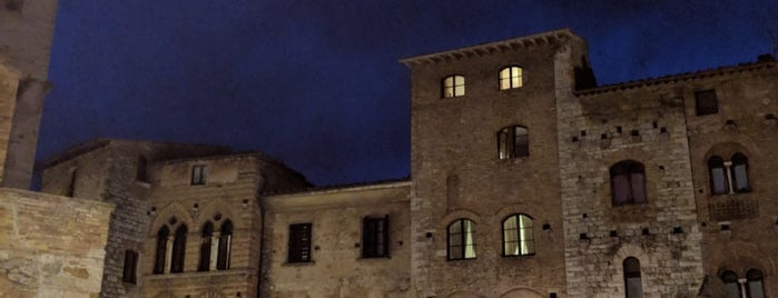 San Gimignano is one of Lieux qui ont plu à Bahar.