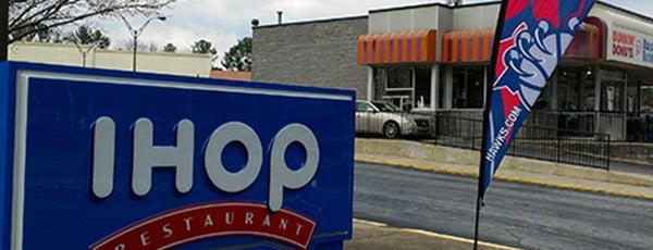IHOP is one of สถานที่ที่ Brad ถูกใจ.