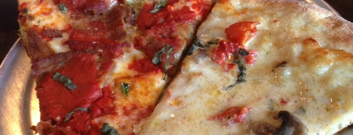 Angelinas Pizza and Brew is one of สถานที่ที่ Tiam ถูกใจ.