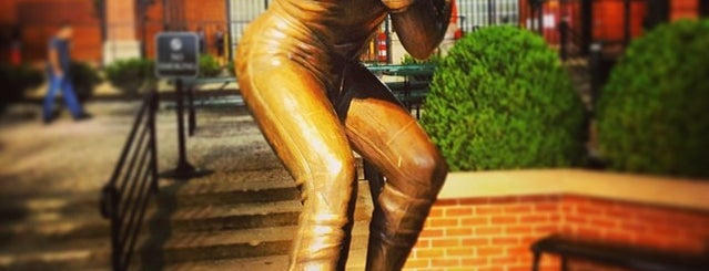 Eddie Murray sculpture by Toby Mendez is one of Baltimore, MD.