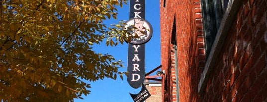 The Brickyard Restaurant and Sports Bar is one of Lieux qui ont plu à Maddie.