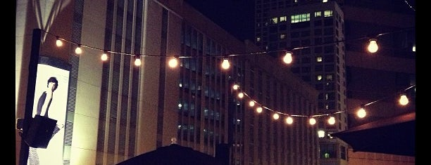 Rock Bottom Rooftop Bar is one of Tempat yang Disimpan Bethany.