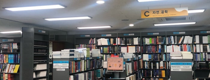 KYOBO Book Centre is one of Orte, die Kyusang gefallen.