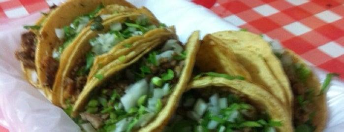 Tacos La Esquinita is one of Locais curtidos por Rafael.