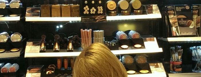 The Body Shop is one of Tempat yang Disukai Jennifer.