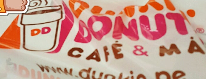 Dunkin' is one of Lugares favoritos de Paola.