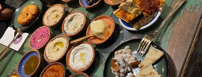 Arada Endülüs is one of Kahvaltı.