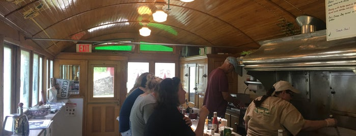 Dan's Diner is one of Georgeさんのお気に入りスポット.