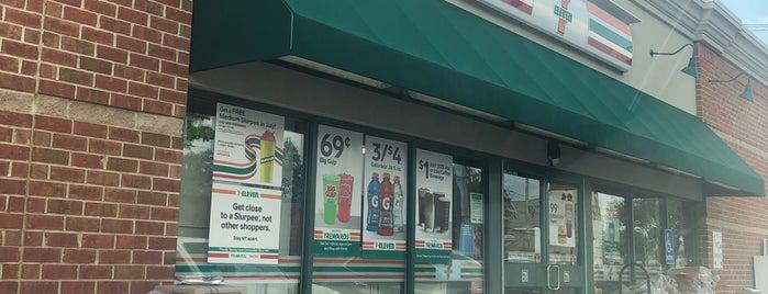 7-Eleven is one of Locais curtidos por Ashley.