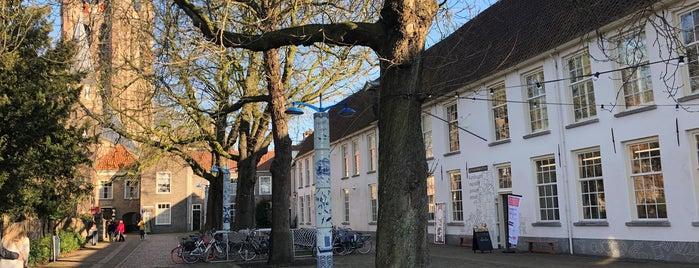 Tuintje Prinsenhof is one of สถานที่ที่ Thomas ถูกใจ.