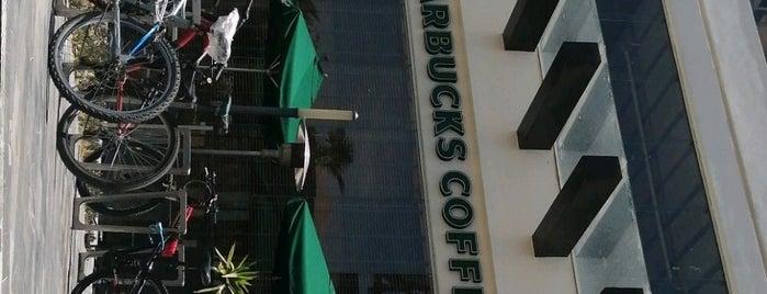 Starbucks is one of Danielさんのお気に入りスポット.