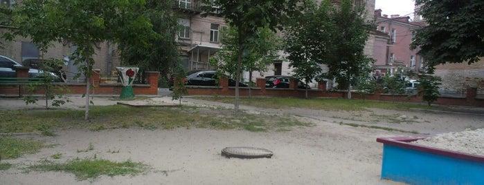 Дворик на Бессарабской (Лесбийский дворик) is one of 1.