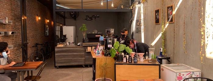 Singular Coffee Roasters is one of Santiago Specialty Coffee Shops.