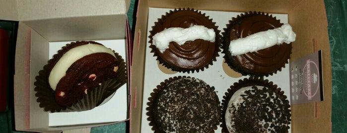 Smallcakes— A Cupcakery is one of Gespeicherte Orte von Brittney.