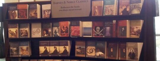 Barnes & Noble is one of Locais curtidos por Colin.
