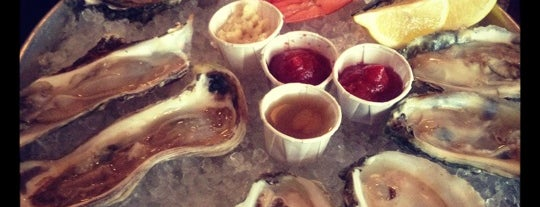 Thames Street Oyster House is one of Posti che sono piaciuti a Dana.