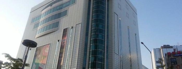 현대백화점 is one of Seoul Shopping.
