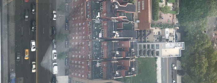 East 96th Street is one of Locais curtidos por Geraldine  🤡😻😆💋👋.
