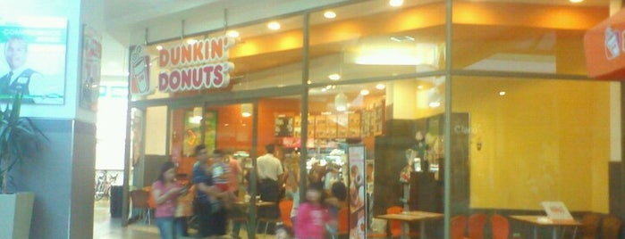 Dunkin Donuts is one of Lieux qui ont plu à Lorena.