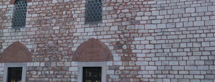 Hoca Hayrettin (Üç Mihraplı) Camii is one of İstanbul Avrupa Yakası #2 🍁🍃.