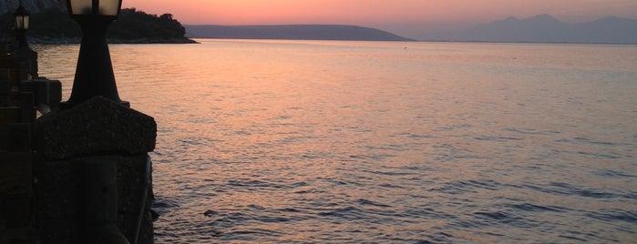 Göl Restaurant is one of Damla'nın Beğendiği Mekanlar.