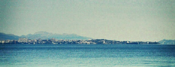 Playa El Saladar / Urbanova is one of Tempat yang Disukai María.