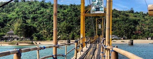 Suspension Bridge Lembongan - Ceningan is one of Locais curtidos por Caótica.