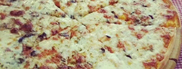 Pizza Napoli is one of ANTALYA YEMEK MEKANLARI 🍴🍗🍲🍳🍝🍜🍩🍰🍕🍔🍤🍦🍨.
