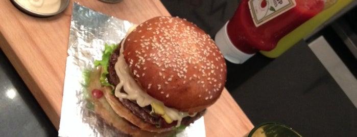 Le Gourmet Burger is one of Lugares favoritos de Assia.