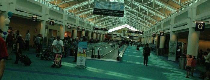 Concourse C is one of สถานที่ที่ Dj ถูกใจ.