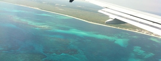 Aeropuerto Internacional de Cancún (CUN) is one of Airports.