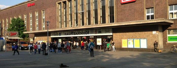 Düsseldorf Hauptbahnhof is one of Düsseldorf.