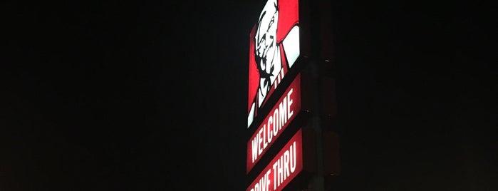 KFC is one of สถานที่ที่ Invi ถูกใจ.