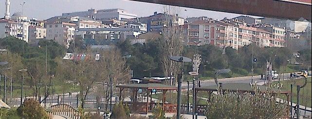 Esenler Belediyesi Kültür Merkezi is one of Locais curtidos por Murat Selim.